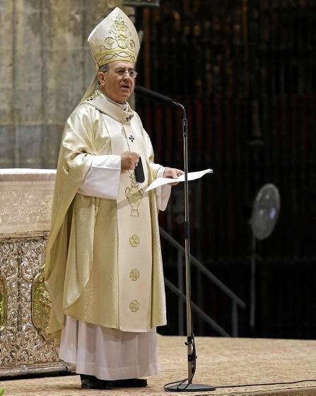 El arzobispo de Sevilla, Juan José Asenjo, será el encargo de presidir este año la apertura del curso pastoral. / José Luis Montero