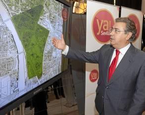 Zoido en la presentación del proyecto antes de las últimas municipales. / El Correo