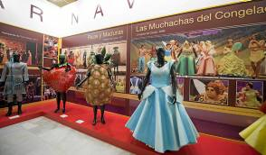 En el Carnaval de Cádiz se presentó por primera vez con Las Muchachas del Congelao.