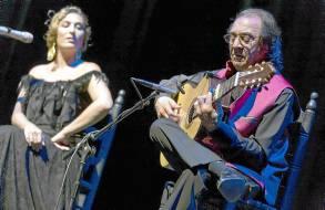 Estrella Morente, con Pepe Habichuela. / José Luis Montero