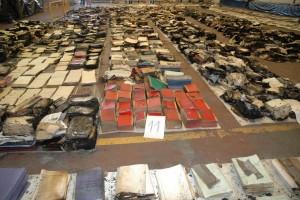 Los archivos históricos y administrativos que se consiguieron recuperar cuando llegaron a la nave situada en el polígono El Muro.