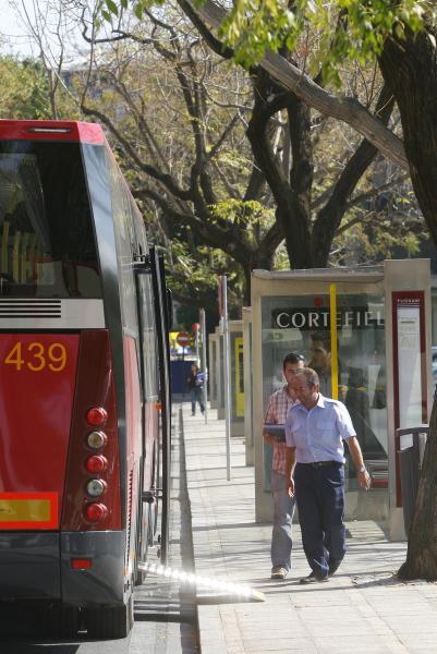 El sindicato asegura que las paradas en Sevilla distan entre sí apenas 100 o 130 metros. / Gregorio Barrera