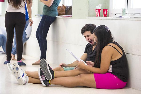 Los alumnos ya han comenzado la Selectivad en la Universidad Pablo Olavide. / Carlos Hernández