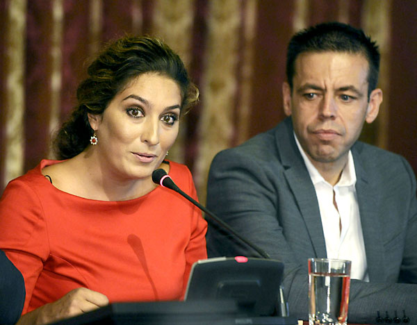 Estrella Morente y Cristóbal Ortega en la inauguración de la XVIII Bienal de Flamenco. / Raúl Caro (EFE)