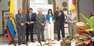 El embajador de Colombia en España, Fernando Carrillo, habla durante el acto de inauguración. / Carlos Hernández