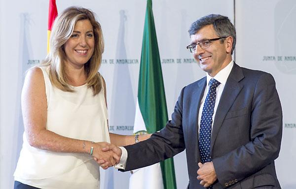 La presidenta de la Junta, Susana Díaz y el presidente de Vodafone, Francisco Román en el convenio de este martes. / Julio Muñoz (EFE)