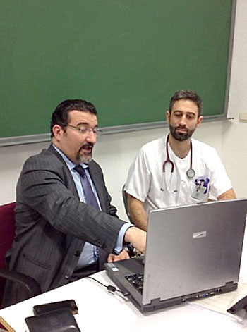 El abogado de Aesas, Manuel Martos; y el vicepresidente, Eissa Jaloud. / El Correo