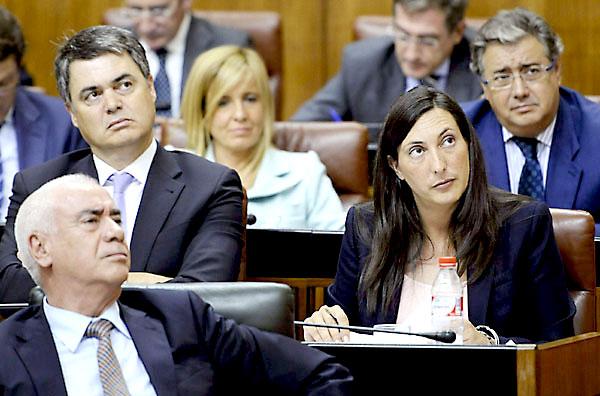 olores López Gabarro y Carlos Rojas en el Pleno del Parlamento del Debate sobre la Comunidad del Estado. / Raúl Caro (EFE)