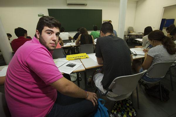 Sevilla 28/08/2014 Estudiantes en la academia ClaustroFOTO: Pepo Herrera