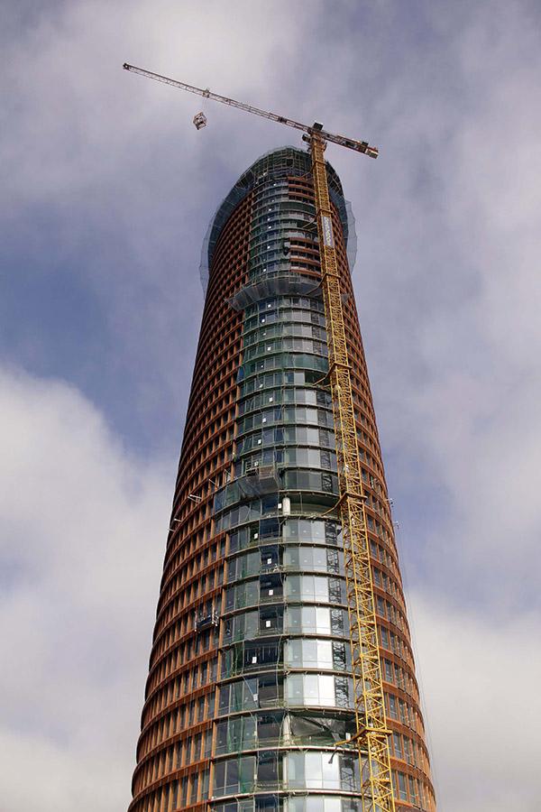 La grúa de la torre Pelli se irá desmontando poco a poco.