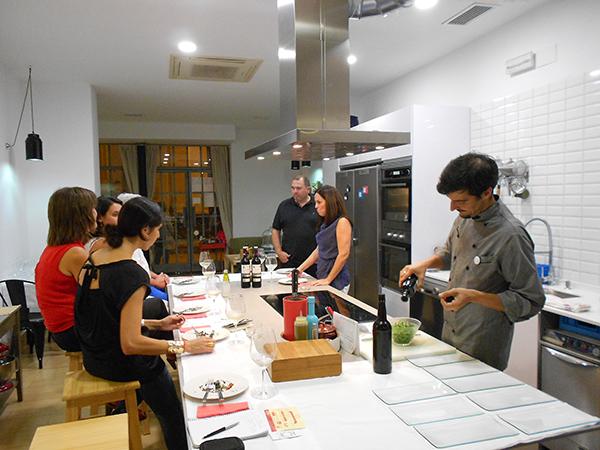 Oscar Pérez y Miguel Parra nos presenta su nuevo concepto de 'cocina abierta'.