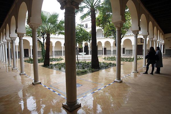 La primera fase de la rehabilitación recuperó espacios como el claustro del antiguo convento. / Javier Cuesta