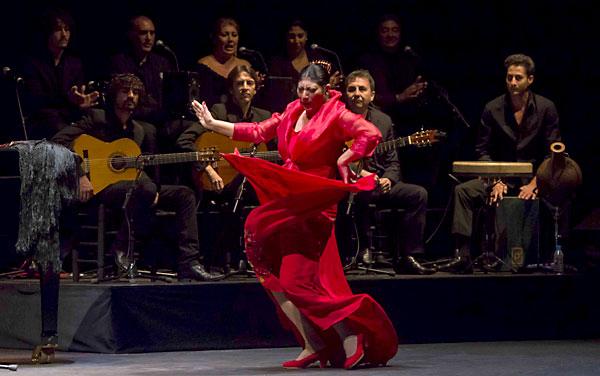 Manuela Carrasco, durante su espectáculo en el Teatro de la Maestranza. / J.M.Paisano