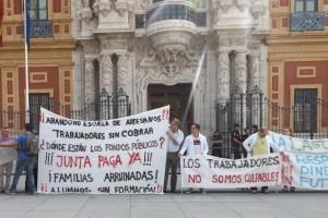 Los trabajadores de la Escuela Della Robbia y otros consorcios durante la manifestación.