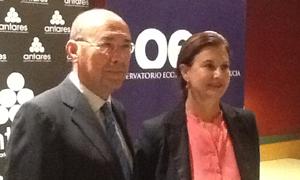 Francisco Ferraro y Mónica de Oriol, este martes en la inauguración del curso del Observatorio Económico de Andalucía.