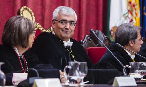 El rector de la Hispalense en el acto inaugural del nuevo curso. / Carlos Hernández