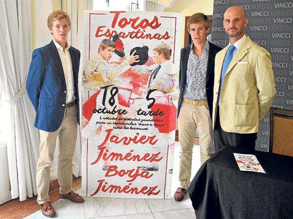 José Luis Peralta acompañó a los hermanos Jiménez en la presentación del evento. / Toromedia