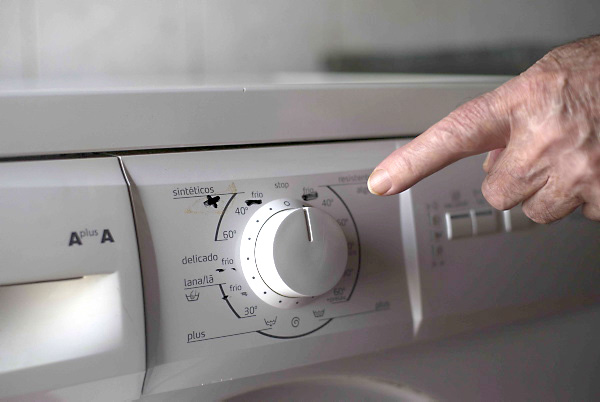 La hija de Lina tuvo que señalar con rotulador el programa de lavado adecuado.