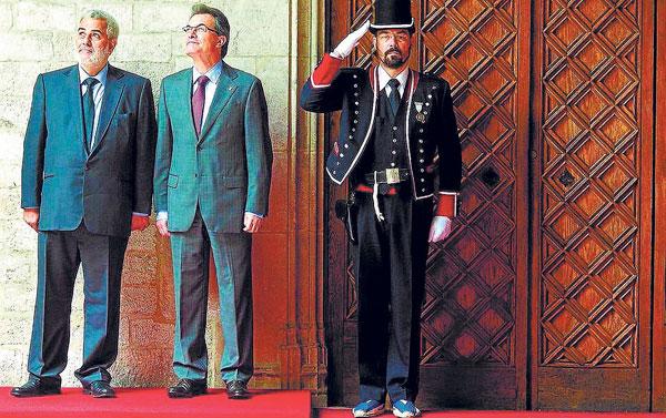 El jefe del Ejecutivo catalán, junto al presidente del Gobierno marroquí, Abdelilah Benkirán, en una visita de éste a Barcelona en mayo de 2012.  / EFE