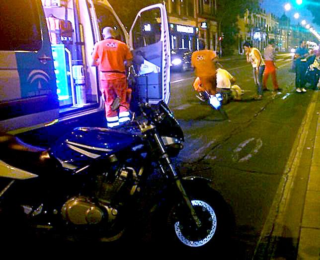 Llegaron tres ambulancias del 061 a la zona, además de dos coches de la policía. / E.P.