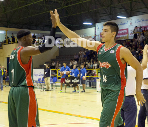 partido amistoso Baloncesto Sevilla VS Estudiantes, pabellon Los