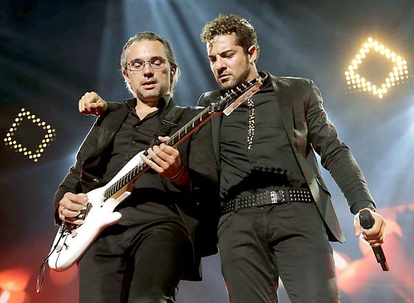 Un momento del concierto de David Bisbal. / José Luis Montero