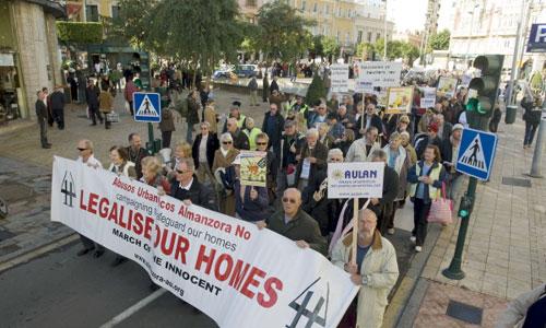 Manifestación de propietarios de viviendas ilegales en el Valle de Almanzora en 2010 para pedir que no sean demolidas. / Foto C.B. (EFE)
