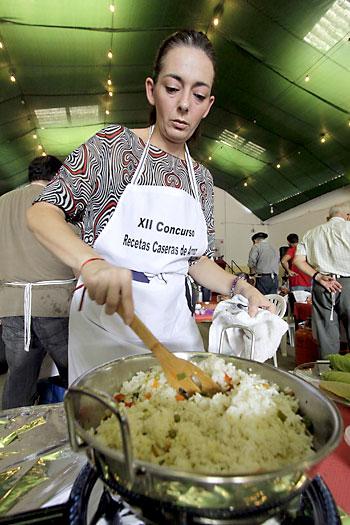 Concurso de recetas de arroz en San Juan de Aznalfarache. / Foto: José Luis Montero