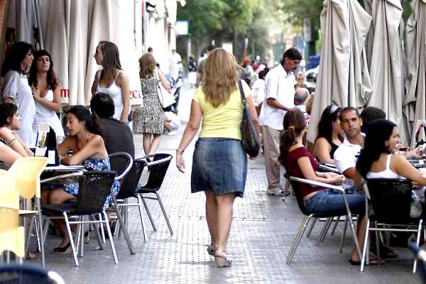 El sector servicios creció un 1,2 por ciento y tiró de la economía regional en el segundo trimestre del año. / Paco Puentes