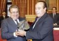 Curro Romero recibe el premio taurino de la ciudad de Sevilla. Foto: José Luis Montero