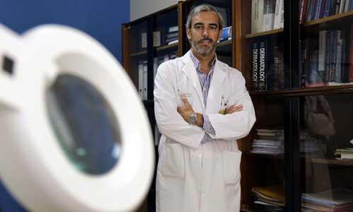 David Moreno dirige la Unidad de Dermatología del Hospital Macarena. / Reportaje gráfico: José Luis Montero