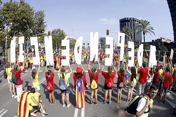 Manifestantes en la Diada. / EFE
