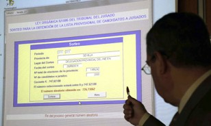 El sorteo se realiza mediante un sistema denominado de arranque aleatorio. En la pantalla se puede ver el número inicial elegido por ordenador. / Foto: José Luis Montero