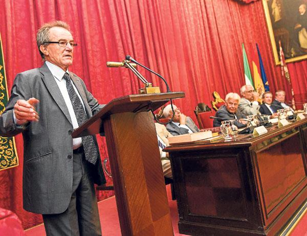 Pérez Royo, en un momento de su intervención.