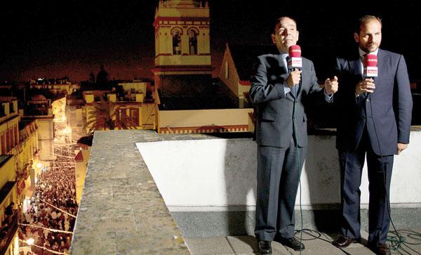 Víctor García-Rayo y Manuel Esteban durante la retransmisión especial del aniversario de la Macarena. / Pepo Herrera