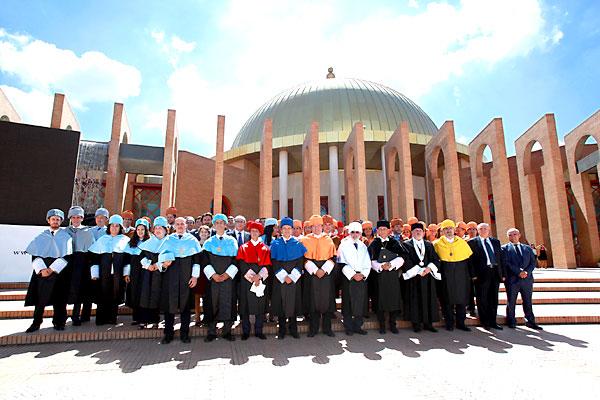 La Universidad Loyola celebró su acto inaugural en Fibes. / El Correo