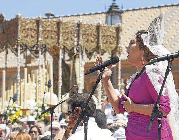 La plegaria de Estrella Morente puso el pico emocional a una ceremonia histórica.