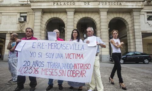 Extrabajadores de Mercasevilla ante la Audiencia Provincial. / Carlos Hernández