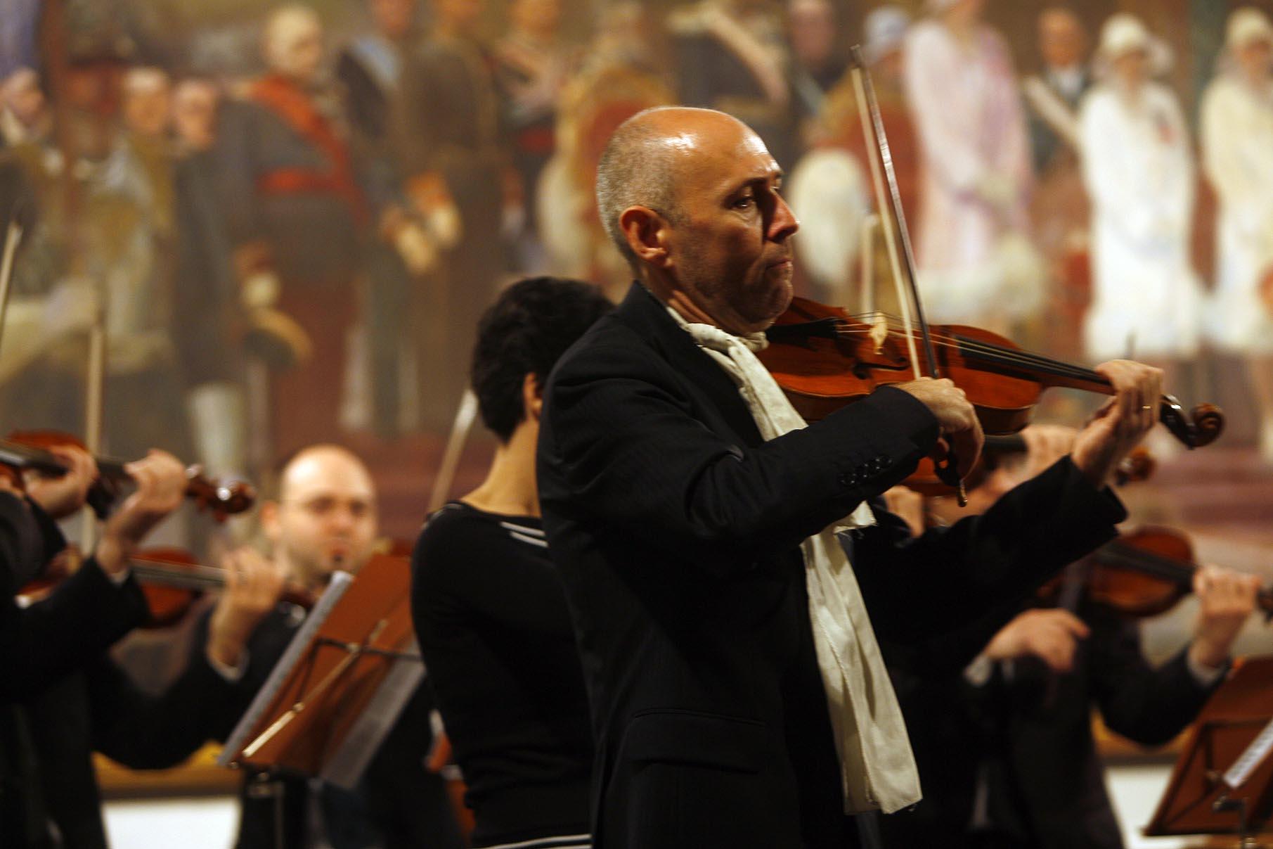El violinista Enrico Onofri dirigirá a la Barroca en el primer concierto del curso el próximo 4 de octubre. / G. Barrera
