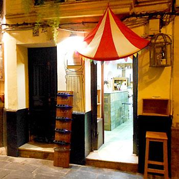 La pequeña abacería se encuentra en la calle Harinas.