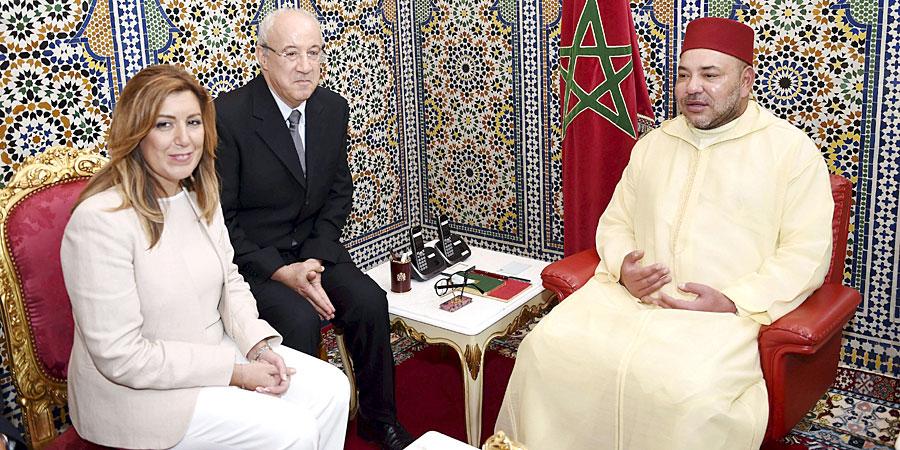 El Rey de Marruecos, Mohamed VI, recibió ayer a la presidenta de la Junta de Andalucía, Susana Díaz, que se encontraba en visita oficial en el país. / El Correo