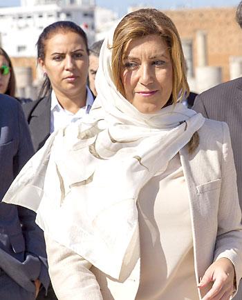 La presidenta andaluza, Susana Díaz, tras visitar la tumba del rey Mohamed V en el mausoleo dedicado al fundador del estado marroquí durante su visita oficial hoy a Rabat. EFE/Julio Muñoz