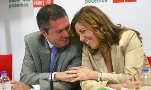 La secretaria general del PSOE-A, Susana Díaz, junto al portavoz socialista en el Ayuntamiento hispalense, Juan Espadas. / Foto: J. Díaz