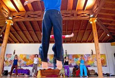 El movimiento es una de las claves de estos talleres, según sus organizadores. Fotos: Zen Tantra