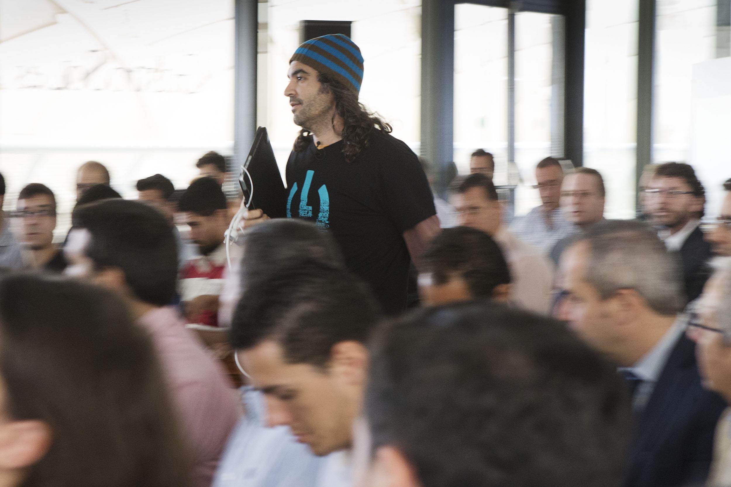 Chema Alonso, ayer en las Setas de la Encarnación, donde ofreció su ponencia dentro del encuentro 'Ciberseguridad en la red' organizado por El Correo. / PEPO HERRERA
