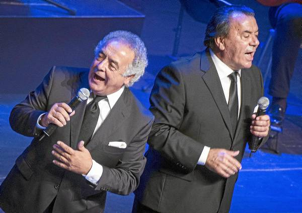 Los del Río, durante su actuación de anoche en el auditorio Fibes. / Pepo Herrera