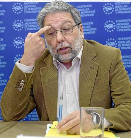 Francisco Toscano tiene aún que oficializar su reelección como candidato a la alcaldía de Dos Hermanas.