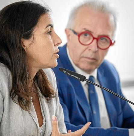 María Jesús Almazor, directora de Territorio Sur de Telefónica España, y el consejero José Sánchez Maldonado. / PEPO HERRERA