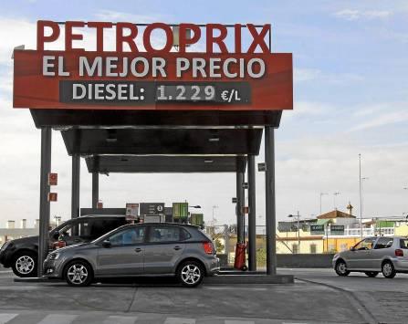 Gasolinera de la firma de bajo coste Petroprix en el municipio de Alcalá de Guadaíra, en la A-92.