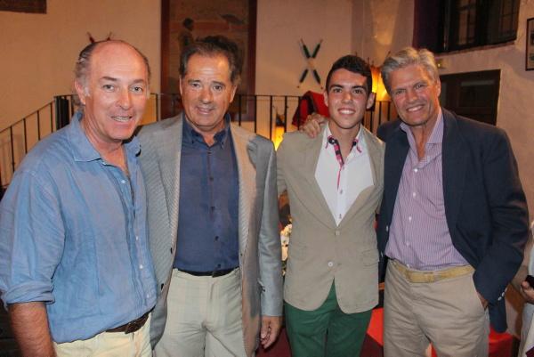 El maestro y el aprendiz tuvieron dos espectadores de excepción: Paco Ojeda y José Manuel Soto. / Toromedia